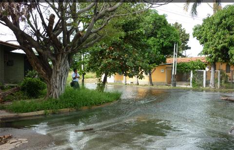 El Lago de Valencia se esta saliendo en La  Punta y Mata Redonda